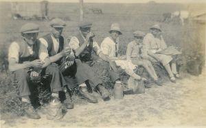 Leslie, Spriggy, Alb, Beat, Reg and Mrs Burnett in 1928