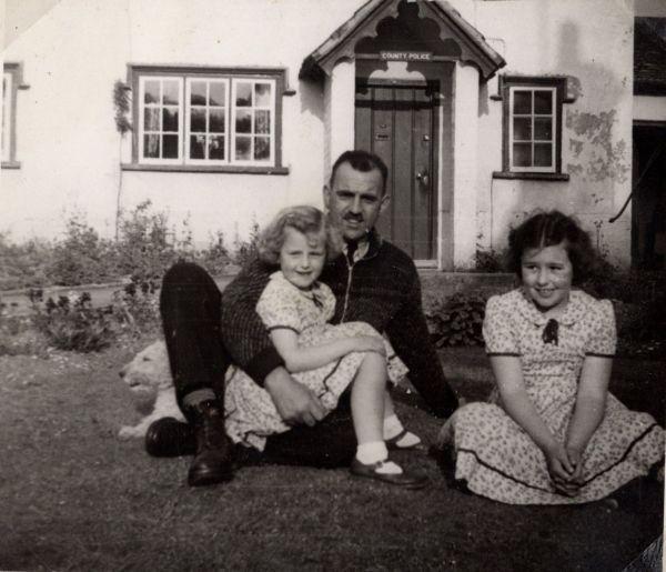 Boddington, Douglas pc Patricia & Mary 1950s MP small