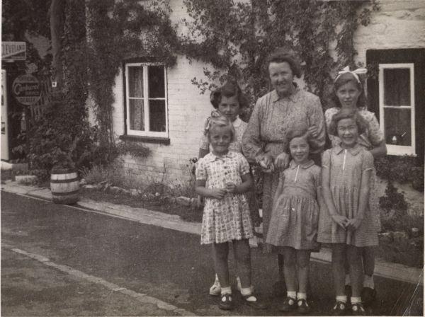 Boddington, Mary & Patricia on left at Bridge cafe 1954 MP small