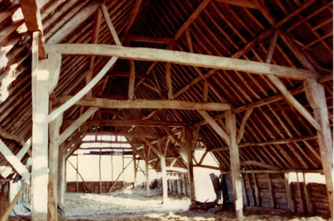 chitterne-barn-interior-mar-1983-1