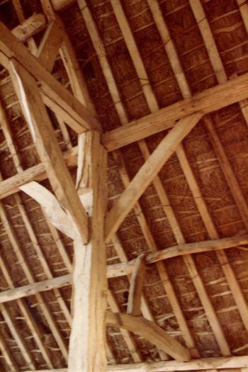 chitterne-barn-interior-mar-1983-2