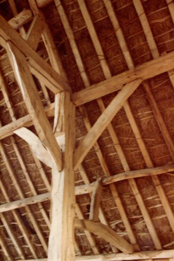 chitterne-barn-interior-mar-1983-2