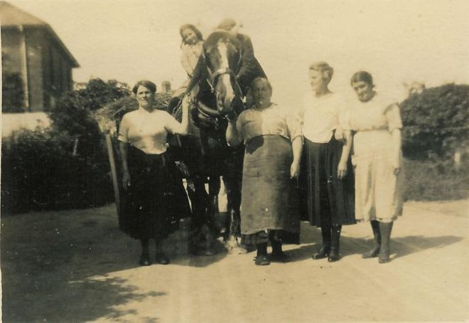 White, Edith; Smith, Elsie; Sweet, Emma; Smith, Isabel & Pearce, Sophia 1927