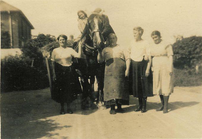 White, Edith; Smith, Elsie; Sweet, Emma; Smith, Isabel & Pearce, Sophia 1927